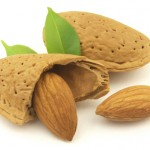 What are the health benefits of raw almonds?